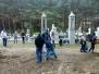 Młodzież gimnazjalna porządkuje wasilkowski cmentarz